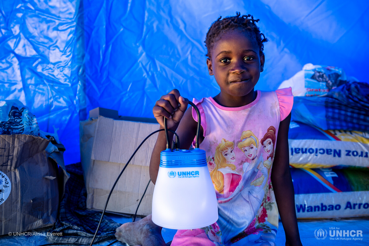mozanbique-girl-with-solar-lantern